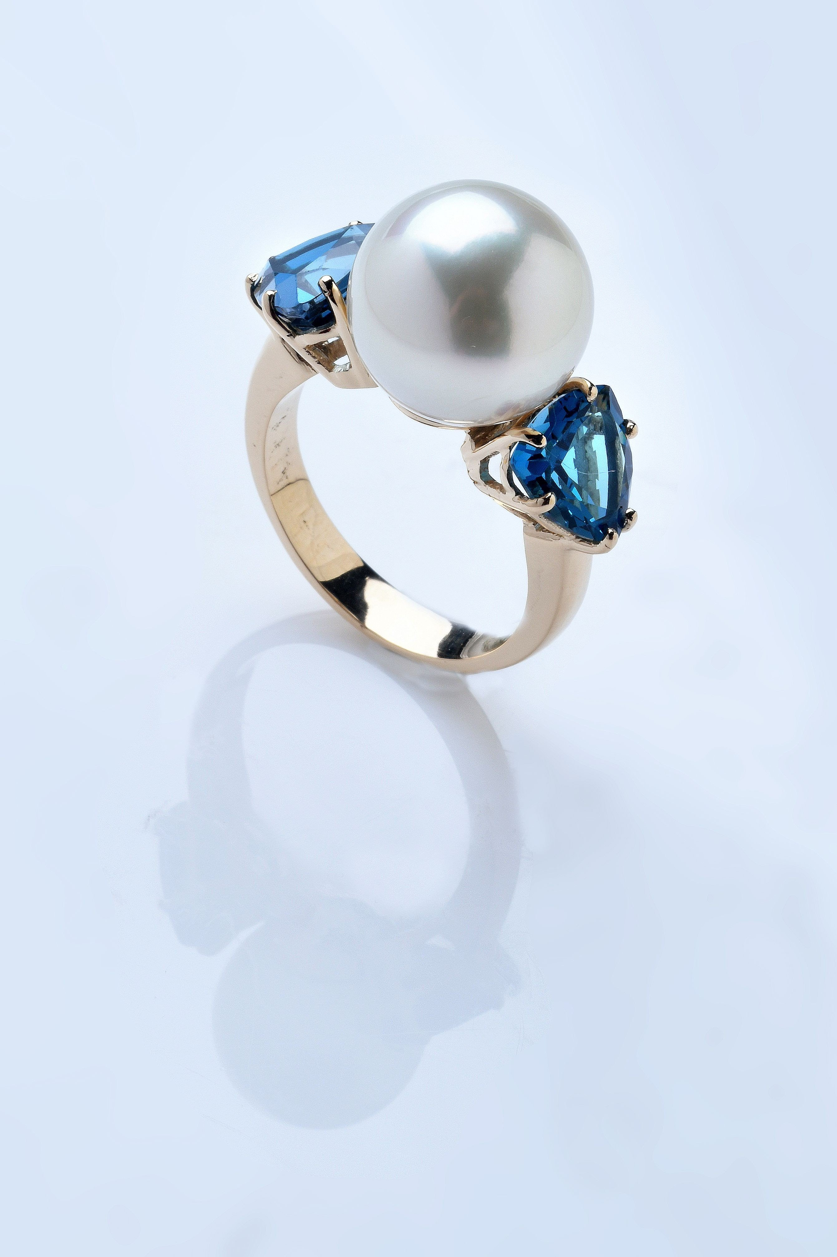 London Blue Topaze & South Sea Pearl - Bague Or 18 cts